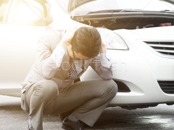 Zakenman auto bezorgd asian naast werk Stockfoto © szefei