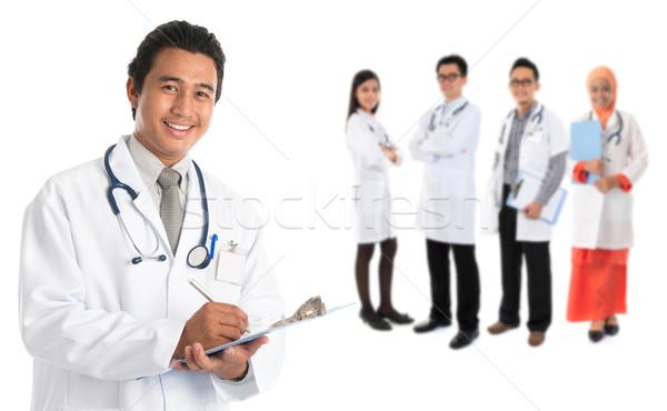 Sudeste asiático médicos grupo em pé isolado Foto stock © szefei