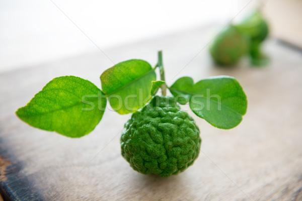Citrus fruit gratis vers organisch kalk bladeren Stockfoto © szefei