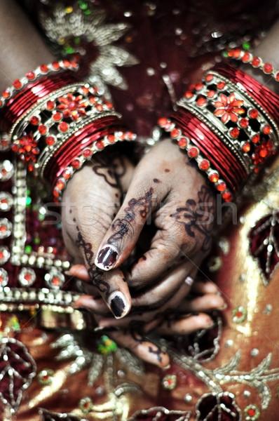 Henna kezek indiai menyasszony mű lány Stock fotó © szefei