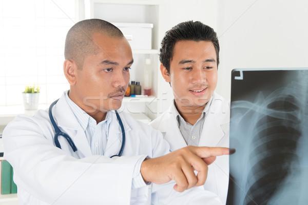 Tıbbi doktorlar xray taramak birlikte ofis Stok fotoğraf © szefei