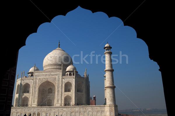 Taj Mahal vue derrière bâtiment monde bleu Photo stock © szefei