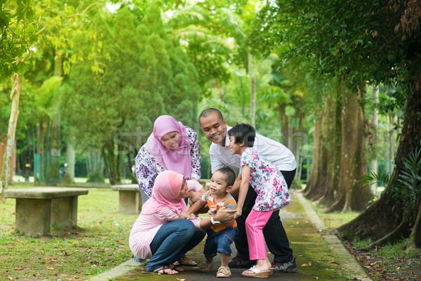ázsiai család játszik szabadtér kert park Stock fotó © szefei