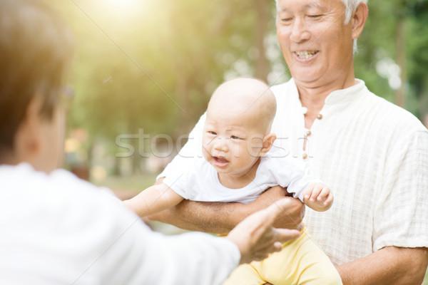 Nonni nipote felice giocare nipote outdoor Foto d'archivio © szefei