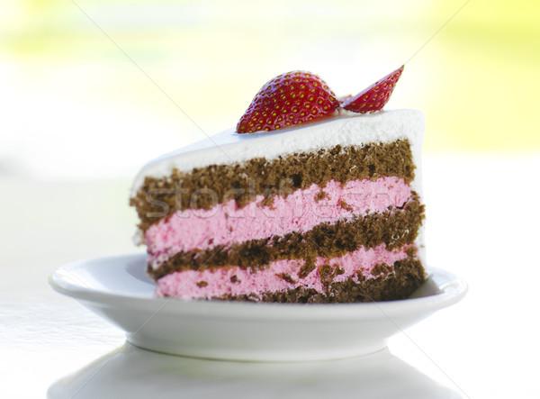 Gâteau aux fraises fraise tranche gâteau naturelles éclairage Photo stock © szefei
