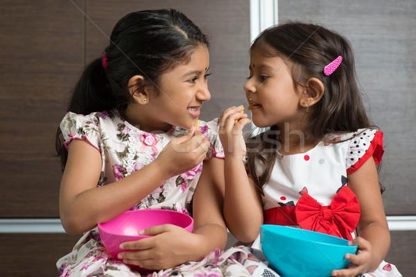 Foto stock: Indiano · meninas · alimentação · dois · bonitinho · asiático
