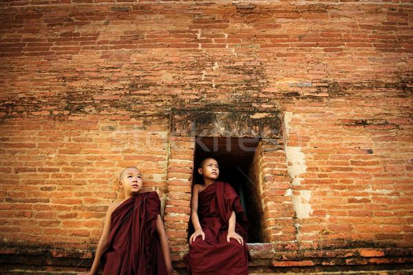 Buddhista fiatal kezdő kívül kolostor pogány Stock fotó © szefei