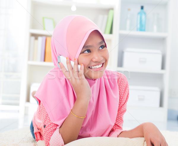 юго-восток азиатских подростку говорить телефон домой Сток-фото © szefei