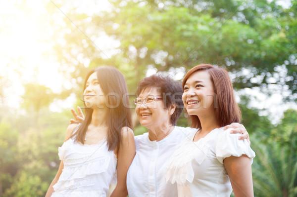 ázsiai anya megnőtt portré idős másfelé néz Stock fotó © szefei