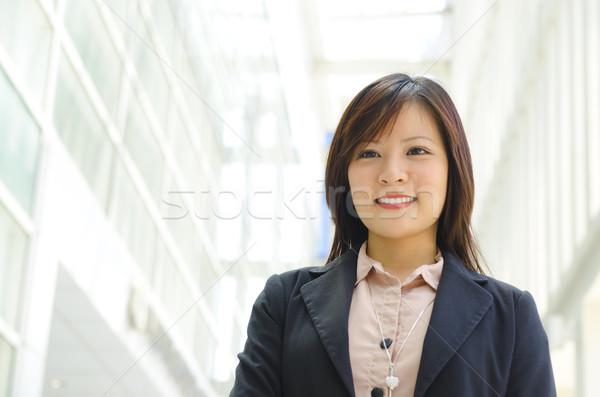 красивой азиатских офицер ходьбе современное здание девушки Сток-фото © szefei