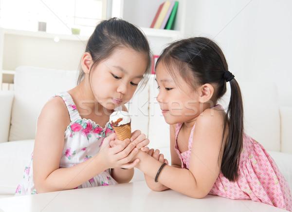Enfants manger cornet de crème glacée asian crème glacée Photo stock © szefei