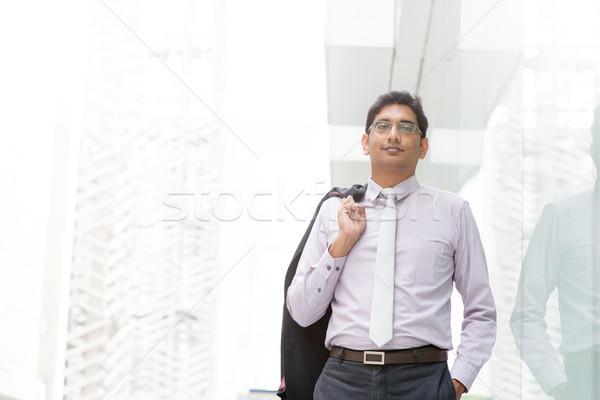 откровенный индийской бизнесмен ходьбе портрет 30-х годов Сток-фото © szefei