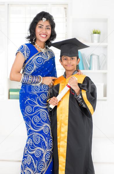 Kindergarten Abschluss asian indian Familie Mutter Stock foto © szefei