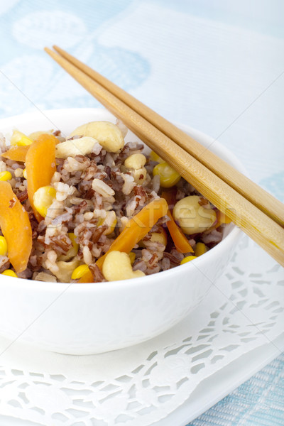 Riz asian saine frit servi baguettes Photo stock © szefei