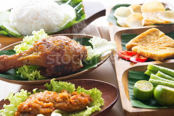 Popular Indonésia frango assado arroz delicioso indonésio Foto stock © szefei