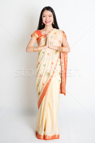 Indian vrouw groet pose halfbloed Stockfoto © szefei