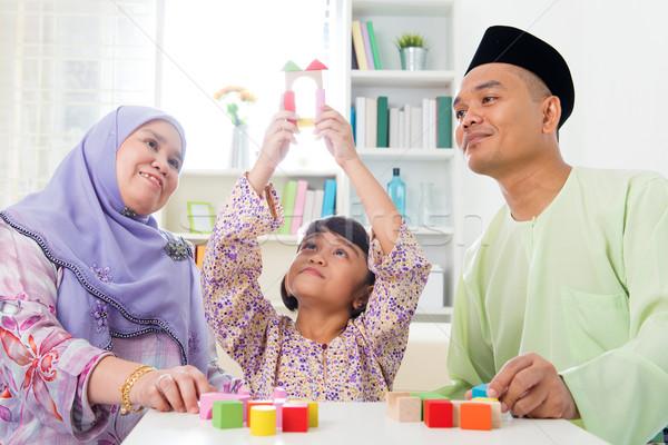 Edifício brinquedo de madeira casa casa da família muçulmano menina Foto stock © szefei