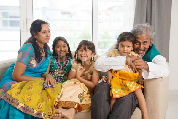 Mutlu Hint aile portre aile oturma kanepe Stok fotoğraf © szefei