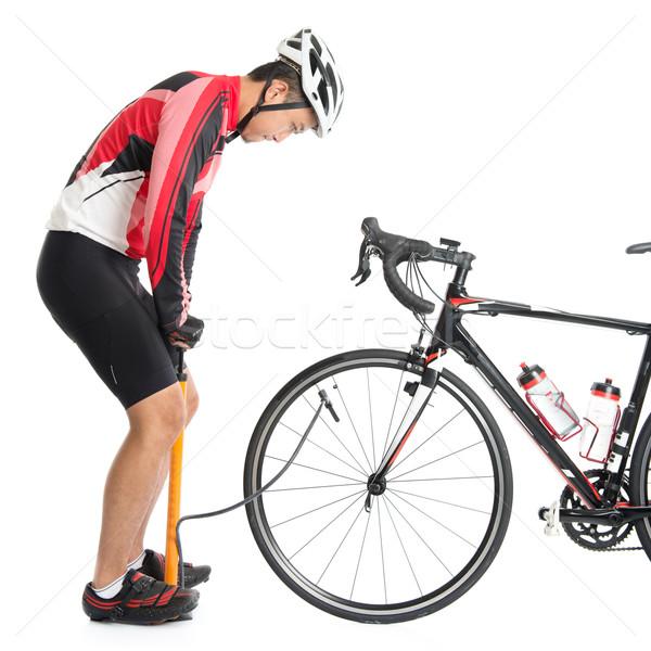 ázsiai kerékpáros levegő bicikli autógumi utasítás Stock fotó © szefei