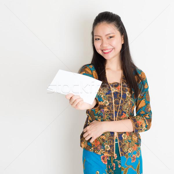 Délkelet ázsiai lány kéz tart fehér Stock fotó © szefei