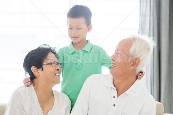 Boldog nagyszülők unoka portré ázsiai unoka Stock fotó © szefei