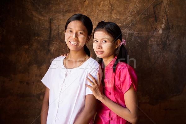 Twee jonge Myanmar vrouwelijke portret mooie Stockfoto © szefei