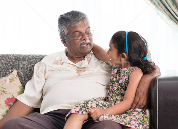 Nagyapa leányunoka kommunikál portré indiai családi otthon Stock fotó © szefei