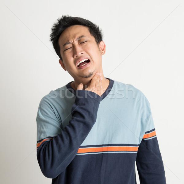 Asian mannelijke keelpijn pijnlijk gezicht hand Stockfoto © szefei
