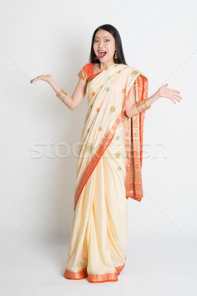 Geschokt vrouw indian jurk portret verwonderd Stockfoto © szefei