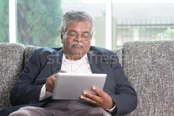 Idős emberek modern technológia öreg indiai férfi Stock fotó © szefei
