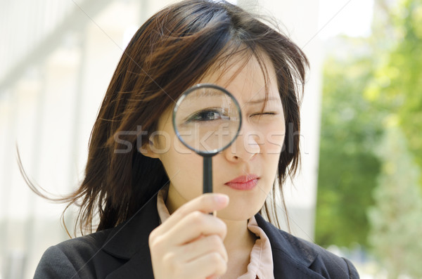 Controle de qualidade asiático mulher de negócios lupa menina olho Foto stock © szefei