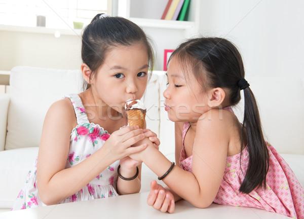 アジア 子供 食べ アイスクリームコーン 子供 ストックフォト © szefei