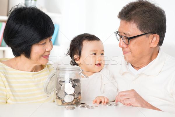 ázsiai család pénzügyi tervezés takarékosság pénz bent Stock fotó © szefei