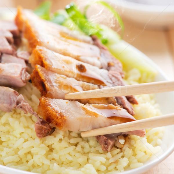 Knapperig chinese varkensvlees geserveerd sojasaus Stockfoto © szefei
