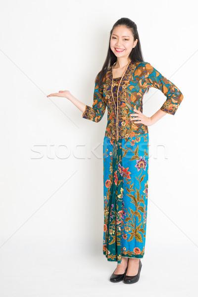 Güneydoğu Asya kız el bir şey Stok fotoğraf © szefei