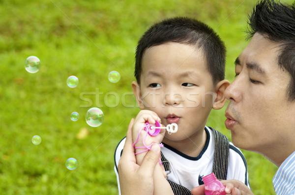 Buborékfújás ázsiai apa fia szabadtér férfi természet Stock fotó © szefei