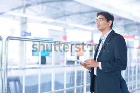 Сток-фото: индийской · бизнесмен · азиатских · ждет · поезд