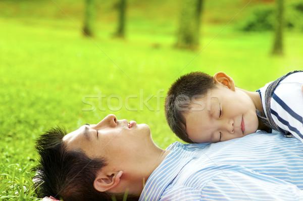 мальчика спящий груди отец зеленая трава Сток-фото © szefei
