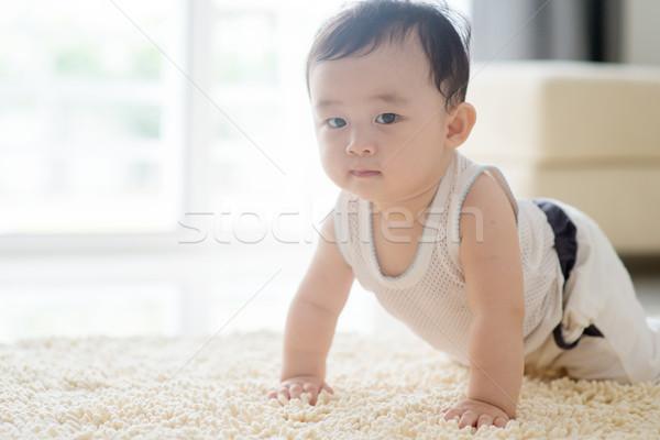 Kínai baba fiú kúszás szőnyeg padló Stock fotó © szefei