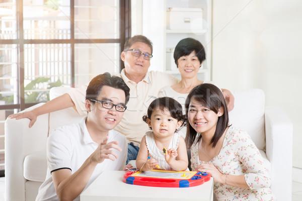 ázsiai többgenerációs család megnyugtató portré család lány Stock fotó © szefei