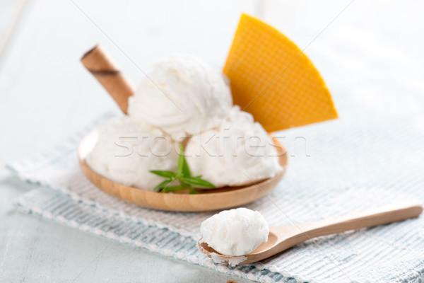 Vaniglia gelato piatto cialda bianco rustico Foto d'archivio © szefei