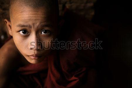 Portret weinig monnik laag licht binnenkant Stockfoto © szefei