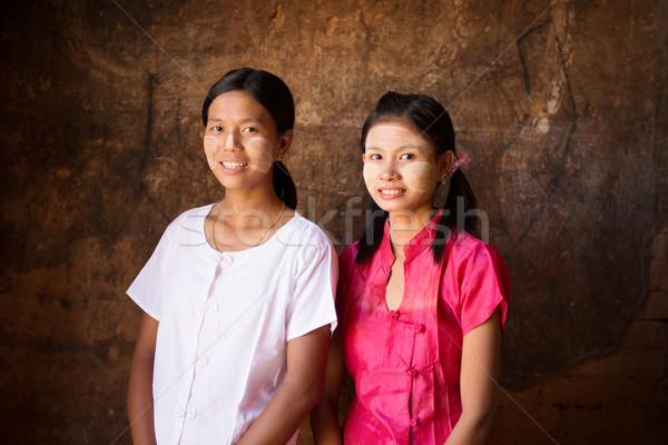 Iki genç Myanmar kızlar portre güzel Stok fotoğraf © szefei
