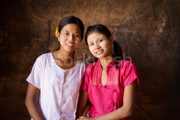 Twee jonge Myanmar vrouwelijke glimlachend portret Stockfoto © szefei