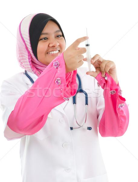 Musulmanes femenino médicos médico relleno jeringa Foto stock © szefei