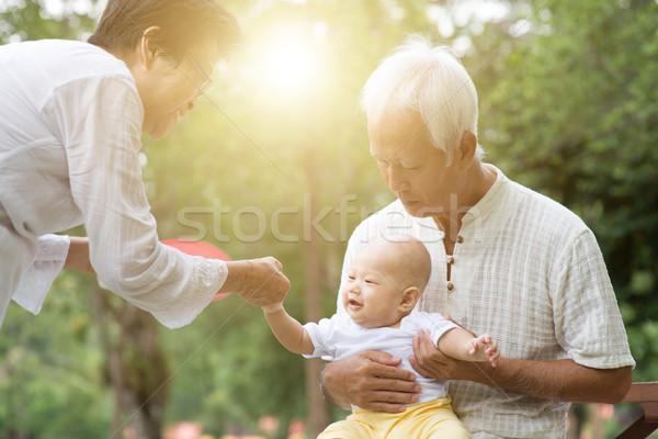 Grootouders zorg kleinzoon buitenshuis baby Stockfoto © szefei