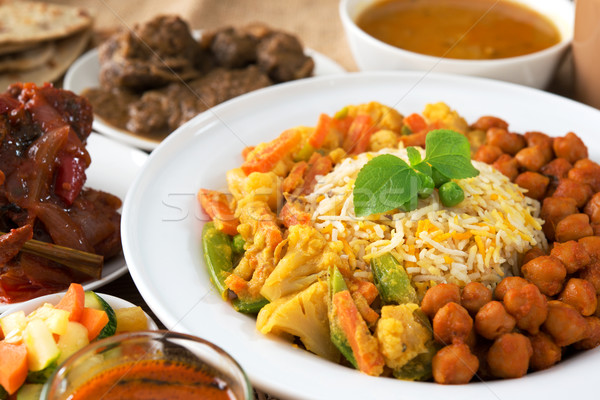 Comida indiana arroz caril restaurante tabela frango Foto stock © szefei
