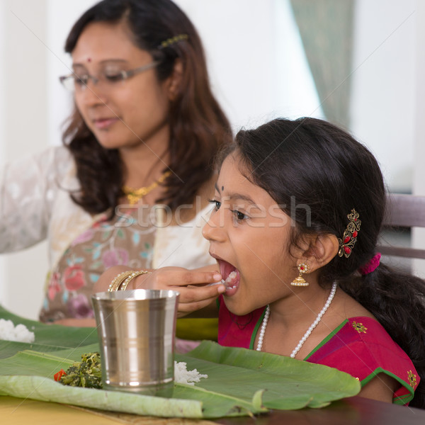 Indian familie eten diner home dining Stockfoto © szefei