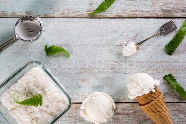 Latte gelato wafer cono top view Foto d'archivio © szefei