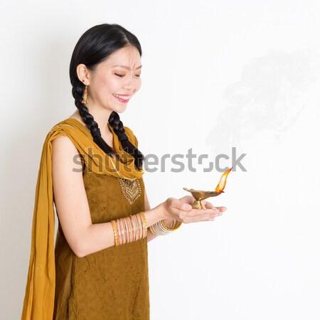Vrouw kleding groet jonge halfbloed indian Stockfoto © szefei